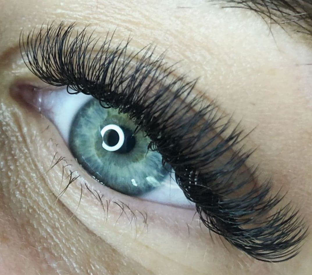 gluing pre-fanned lashes